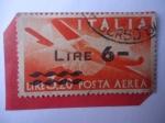 Sellos de Europa - Italia -  Democracia - Manos Cruzadas - Avión