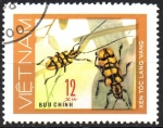 Stamps Asia - Vietnam -  ESCARABAJO  MANCHADO  DE  AMARILLO.  Scott  877.
