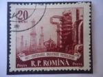 Stamps : Europe : Romania :  100 años de Industria Petroquímica - Refinería y Torres perforación.
