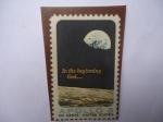 Sellos de America - Estados Unidos -  In the begiming God...- Superficie de la Luna y el planeta Tierra - Programa Apolo(