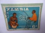 Sellos del Mundo : Africa : Zambia : Tambores y Teléfono (Comunicaciones) - Viejas y Modernas Comunicaciones.