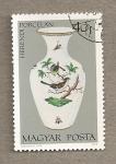 Stamps Hungary -  Porcelana de Herendi:vaso con pájaro