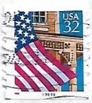 Sellos de America - Estados Unidos -  Bandera sobre porche