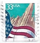 Sellos de America - Estados Unidos -  Bandera sobre rascacielos