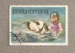 Sellos de Europa - Rumania -  Perro rescatando niño