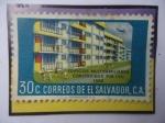 de America - El Salvador -  Edificios Multifamiliares Construidos por I.V.U. (1958)-Sello de 30Ct.Año 1958.