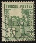 Stamps Africa - Tunisia -  Túnez. Mujer tunesina con tinaja al hombro.