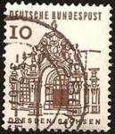 Stamps Germany -  322 - murallas de zwinger en dresde