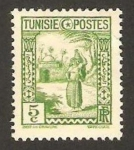 Sellos de Africa - Túnez -  Mujer llevando tinaja