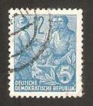 Sellos de Europa - Alemania -  153 - campesino y obreros