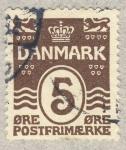Stamps Europe - Denmark -  corona entre leones