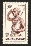 Sellos del Mundo : Africa : Madagascar : 303 - bailarín del sur