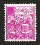 Stamps Africa - Algeria -  tractores trabajando en el campo