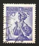 Stamps : Europe : Austria :  894 - traje regional, Viena 1853