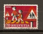 Stamps Europe - Switzerland -  NIÑOS  CRUZANDO  LA  CALLE