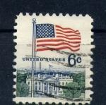 Sellos de America - Estados Unidos -  bandera y casa blanca