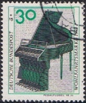 Sellos de Europa - Alemania -  INSTRUMENTOS MUSICALES. PIANO A PEDAL, SIGLO XVIII