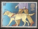 Sellos de Europa - Reino Unido -  Perro guía  Año Internacional de las Personas Discapacitadas.