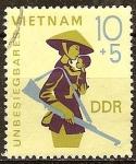 Sellos de Europa - Alemania -  Invencible Vietnam (DDR).