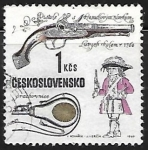 Sellos de Europa - Checoslovaquia -  pistola del fusil