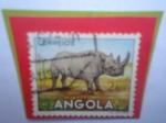 Sellos de Africa - Angola -  Rinoceronte Preto- Diceros Ricornis- Serie: Fauna Africana- Sello de 2 Angolar Angoleño.